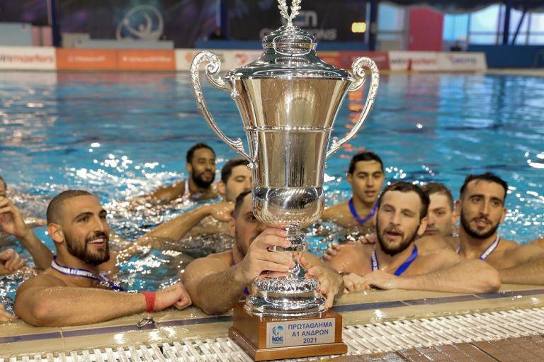 Η απονομή του πρωταθλήματος στον Ολυμπιακό | tovima.gr