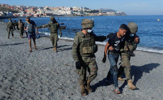 Ισπανία: Συναγερμός για τους 8.000 μετανάστες που έφτασαν από το Μαρόκο   tovima.gr