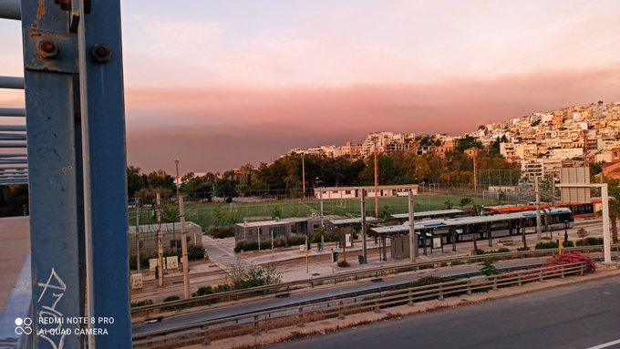 Φωτιά: Ο καπνός από την Κορινθία «σκέπασε» πολλές περιοχές της Αττικής – Στάχτες σε μπαλκόνια | tovima.gr