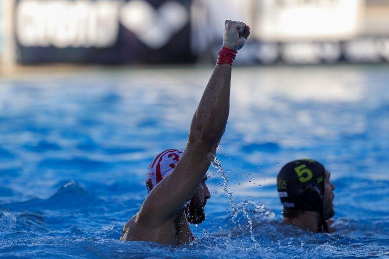 Νέο νταμπλ του Ολυμπιακού – «Βούλιαξε» την ΑΕΚ στον τελικό (20-4) | tovima.gr