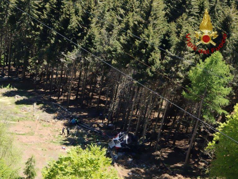 Τραγωδία στην Ιταλία: Τελεφερίκ συνετρίβη σε βουνό – Οκτώ νεκροί   tovima.gr