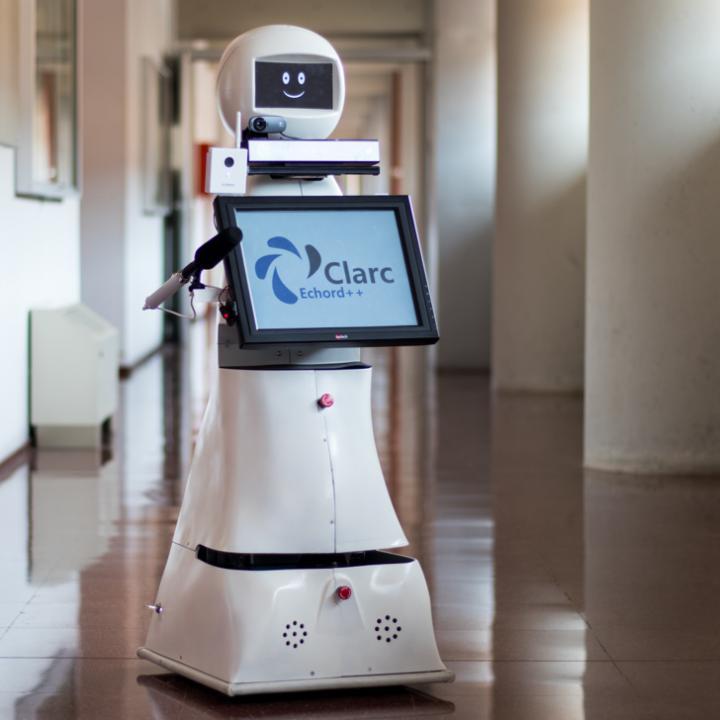 Το ρομπότ που «ενώνει» τους νοσηλευόμενους με COVID-19 με τους δικούς τους   tovima.gr