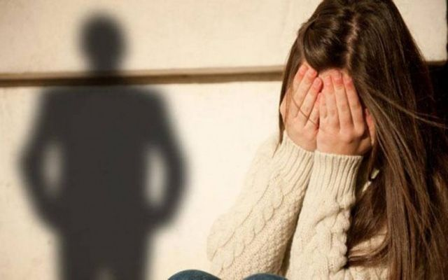 Ποινική δίωξη στον δάσκαλο που παρενοχλούσε σεξουαλικά μαθήτριες | tovima.gr