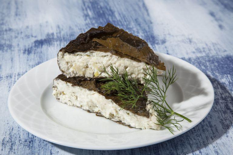 Πίτα με αμπελόφυλλα και τυριά   tovima.gr