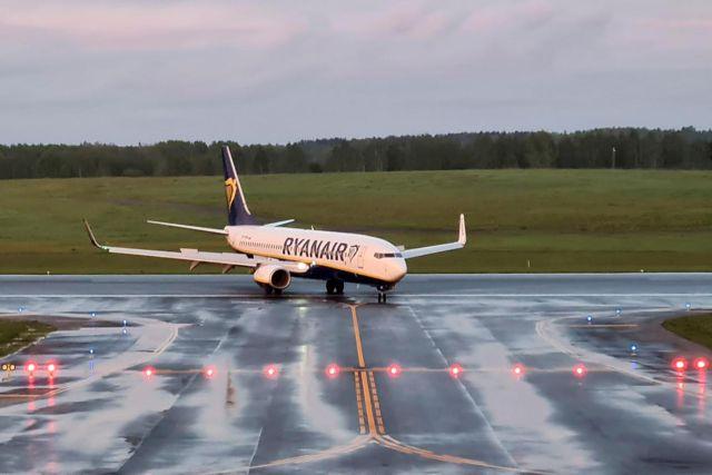 Ryanair: Η Λευκορωσία αρνήθηκε το αίτημα του πιλότου να επικοινωνήσει με την εταιρεία   tovima.gr
