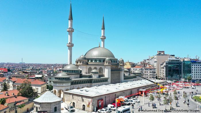 Ο Ερντογάν και το τζαμί στην πλατεία Ταξίμ | tovima.gr