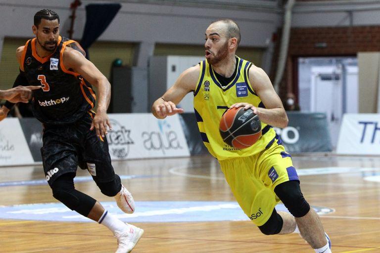 Πέρασε στους τελικούς το φοβερό Λαύριο (81-74) | tovima.gr
