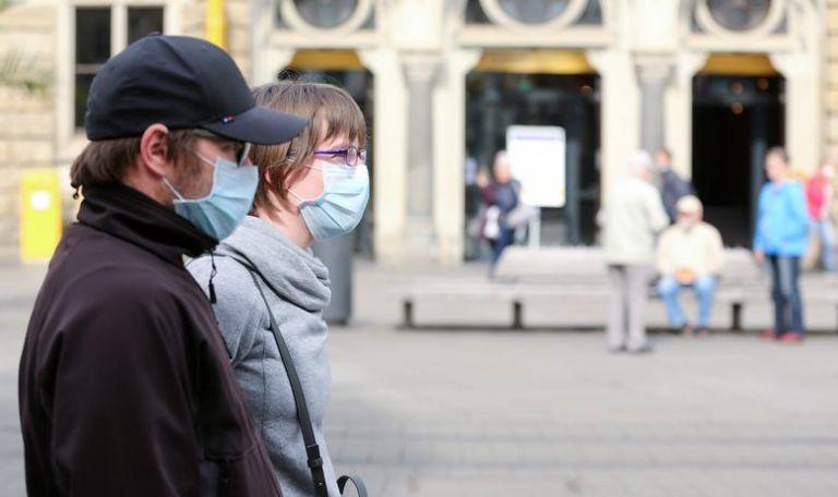 Δημοσκόπηση: Δυσαρεστημένοι σε ποσοστό 54% οι Γερμανοί από τη διαχείριση της πανδημίας | tovima.gr