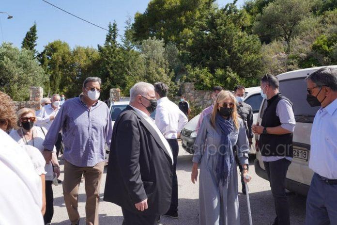 Με πατερίτσα η Μαρέβα στο μνημόσυνο του Κωνσταντίνου Μητσοτάκη – Τι συνέβη στη σύζυγο του Πρωθυπουργού | tovima.gr