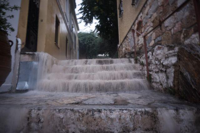 Χαλάει ο καιρός – Πού θα σημειωθούν βροχές και καταιγίδες   tovima.gr