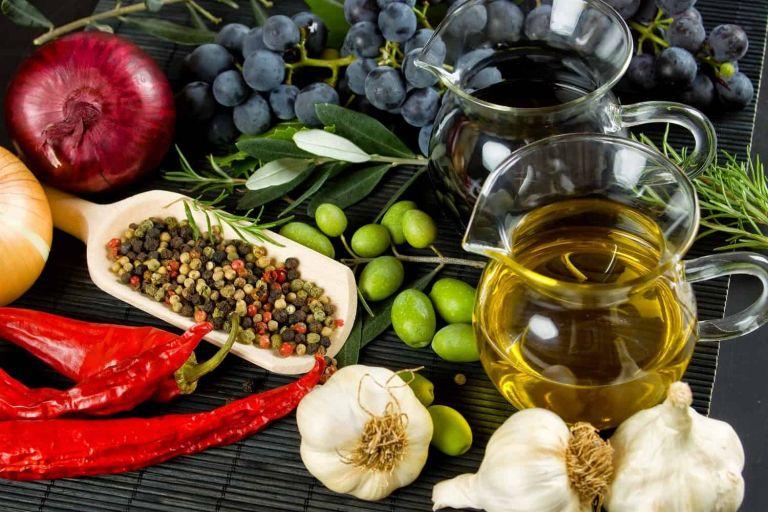 Ευεργετική η δράση της μεσογειακής διατροφής έναντι της νόσου covid-19   tovima.gr