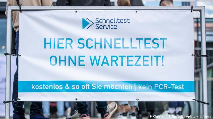 Απάτη σε κέντρα για τεστ κορωνοϊού στη Γερμανία | tovima.gr