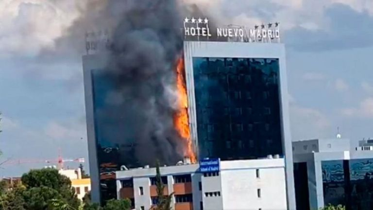 Ισπανία: Μεγάλη φωτιά σε ξενοδοχείο στη Μαδρίτη – Εικόνες που κόβουν την ανάσα   tovima.gr