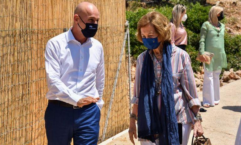 Στο Μαξίμου η Βασίλισσα Σοφία της Ισπανίας – Συνάντηση με Μητσοτάκη   tovima.gr