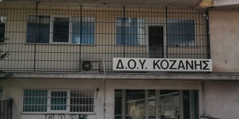 Κοζάνη: Τη Δευτέρα η δίκη του 45χρονου που εισέβαλε με το τσεκούρι στην εφορία   tovima.gr