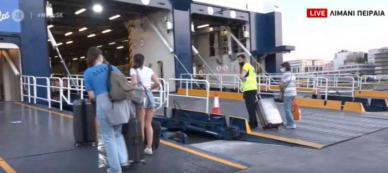 Αναχωρούν και σήμερα για τα νησιά από το λιμάνι του Πειραιά – Υποχρεωτική δήλωση υγείας για ταξίδια με πλοίο | tovima.gr