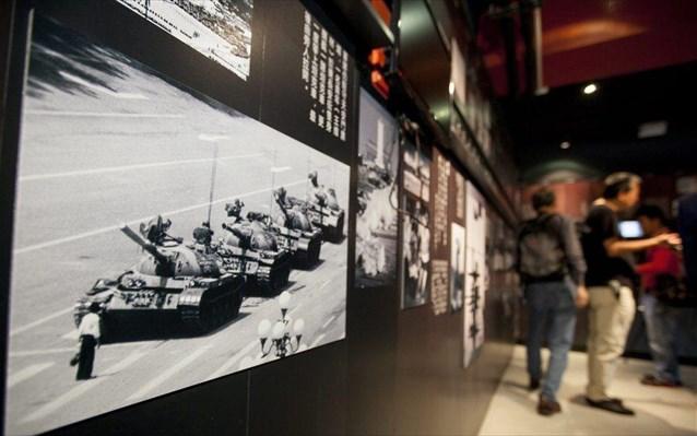 Οργή στο διαδίκτυο για την «εξαφάνιση» της ιστορικής φωτογραφίας από την Πλατεία Τιενανμέν | tovima.gr