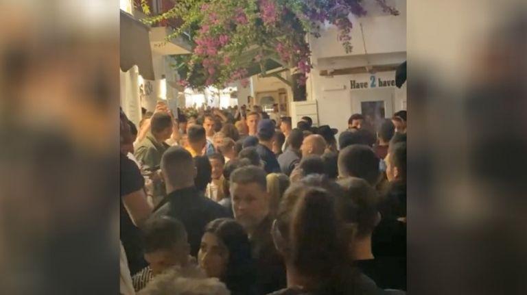 Μύκονος: Συνωστισμός άνευ προηγουμένου στα Ματογιάννια   tovima.gr