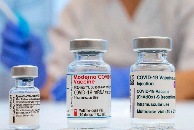 Βρετανία: Υπό εξέταση συνδυασμός εμβολίων | tovima.gr