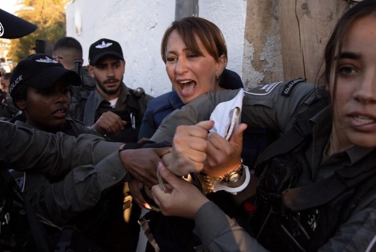 Ισραήλ: Ξυλοδαρμός και σύλληψη δημοσιογράφου που κάλυπτε το θέμα των εξώσεων Παλαιστινίων   tovima.gr