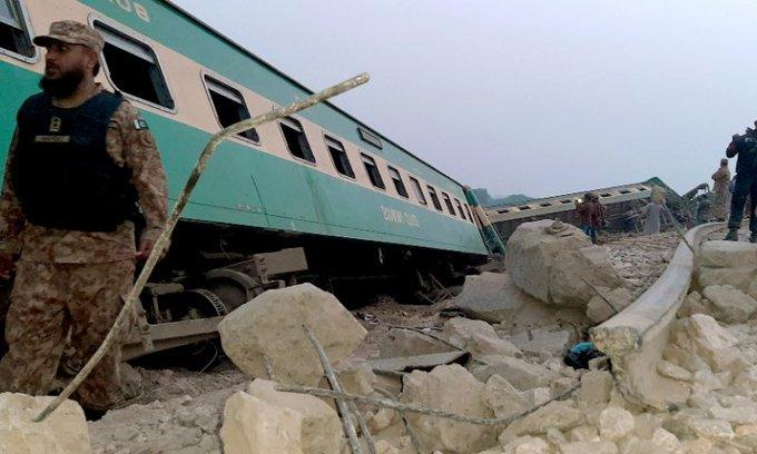 Πακιστάν: Τουλάχιστον 30 νεκροί και δεκάδες τραυματίες σε σύγκρουση τρένων | tovima.gr