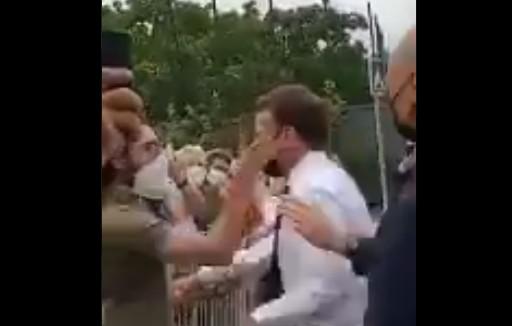 Μακρόν: Έφαγε χαστούκι από πολίτη μπροστά σε χιλιάδες κόσμου | tovima.gr