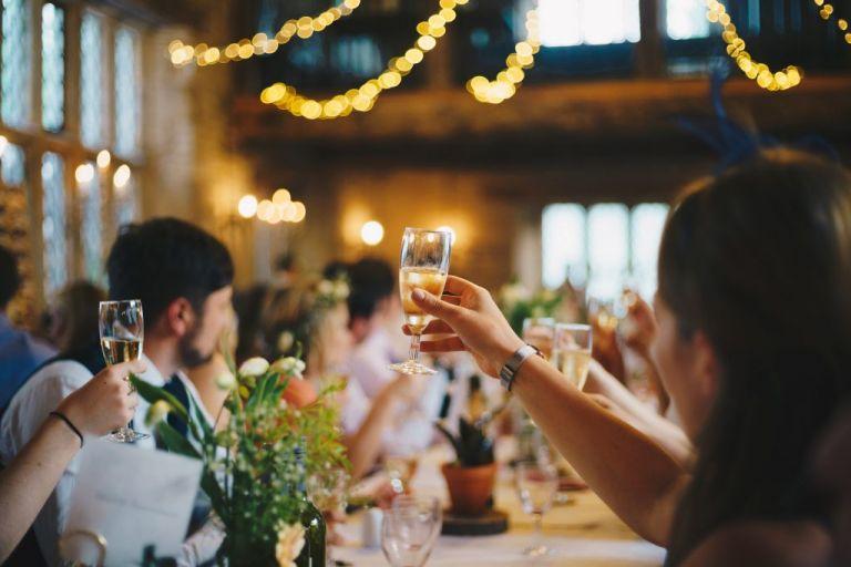 Παπαθανάσης: Γάμοι μετά μουσικής αλλά δίχως χορό – Oι νέες αλλαγές στα μέτρα | tovima.gr