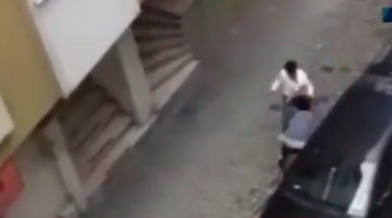 Τουρκία: Έδερνε την έγκυο γυναίκα του στη μέση του δρόμου   tovima.gr