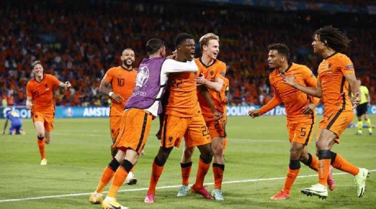 Νίκη – θρίλερ για την Ολλανδία (3-2) | tovima.gr