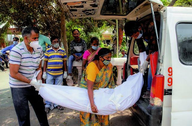 Ινδία: 2.726 θάνατοι και 60.500 κρούσματα κορωνοϊού σε 24 ώρες | tovima.gr