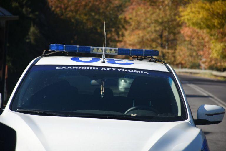 Ζάκυνθος: Παραδόθηκε η φερόμενη «τσιλιαδόρος» για τη δολοφονία της 37χρονης | tovima.gr