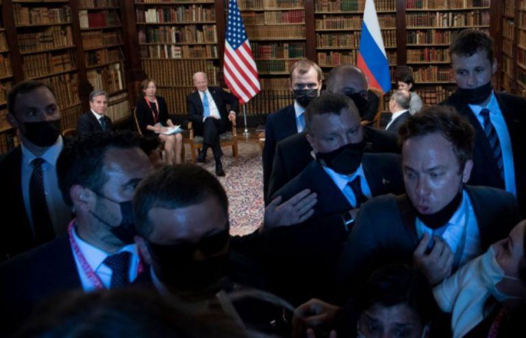 Πούτιν – Μπάιντεν: Απίστευτες εικόνες στη συνάντηση – Η ρωσική ασφάλεια έσπρωχνε δημοσιογράφους   tovima.gr