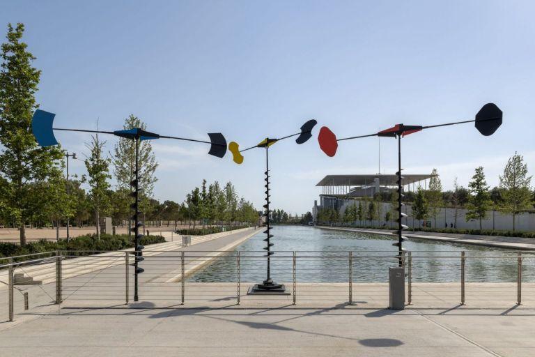 «Takis: Κόσμος σε Κίνηση»: 46 γλυπτά στον δημόσιο χώρο του ΚΠΙΣΝ | tovima.gr