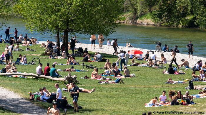 Ήλιος, ζέστη, ανεμελιά – προς τέταρτο κύμα πανδημίας; | tovima.gr