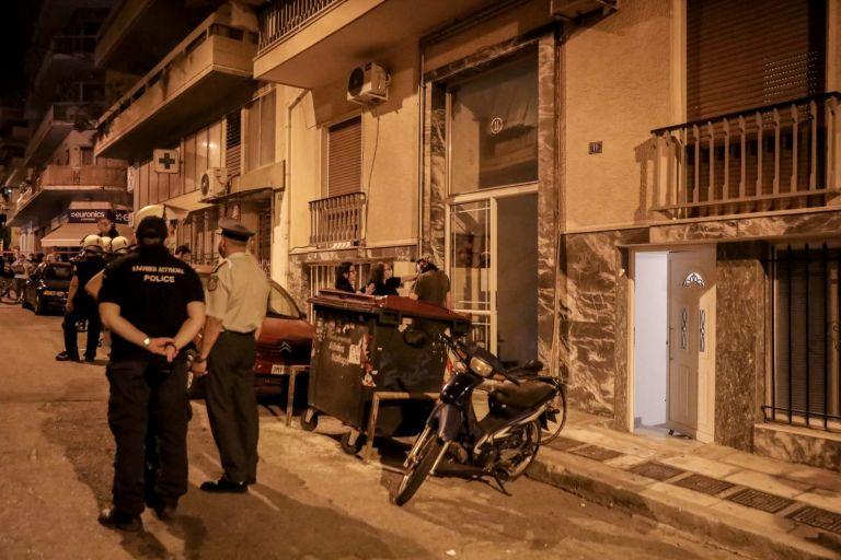 Πετράλωνα: Σοκάρουν οι μαρτυρίες για τον βιασμό καθαρίστριας – «Την άρπαξε από το ασανσέρ» | tovima.gr