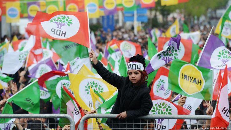 Τουρκία: Το Συνταγματικό Δικαστήριο θα εξετάσει το αίτημα να τεθεί εκτός νόμου το φιλοκουρδικό κόμμα | tovima.gr