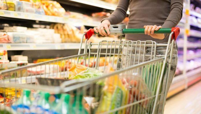 Αγίου Πνεύματος: Πως λειτουργούν σούπερ μάρκετ και καταστήματα   tovima.gr