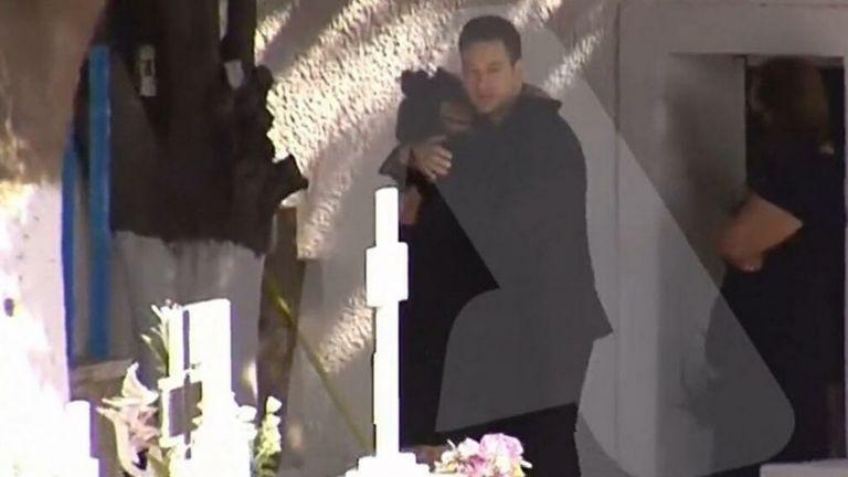 Γλυκά Νερά: Σοκαρισμένη η μητέρα της Καρολάιν – «Αγκάλιαζε τα χέρια που έκοψαν την ανάσα της κόρης της»   tovima.gr