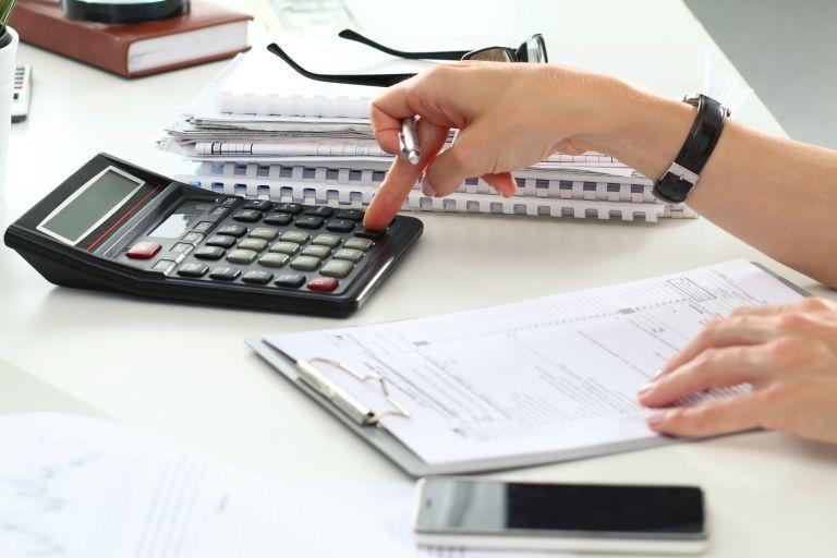 Φορολογικές δηλώσεις: Με αργούς ρυθμούς η υποβολή τους – Έρχεται ρύθμιση για τα χρέη της πανδημίας   tovima.gr