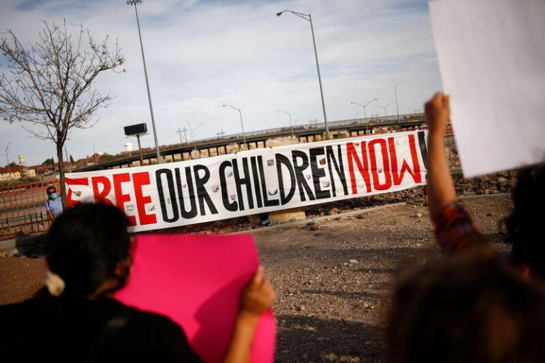ΗΠΑ: Άθλιες συνθήκες κράτησης για τα προσφυγόπουλα – Συνωστισμός, ληγμένα τρόφιμα και κατάθλιψη συνθέτουν το σκηνικό | tovima.gr