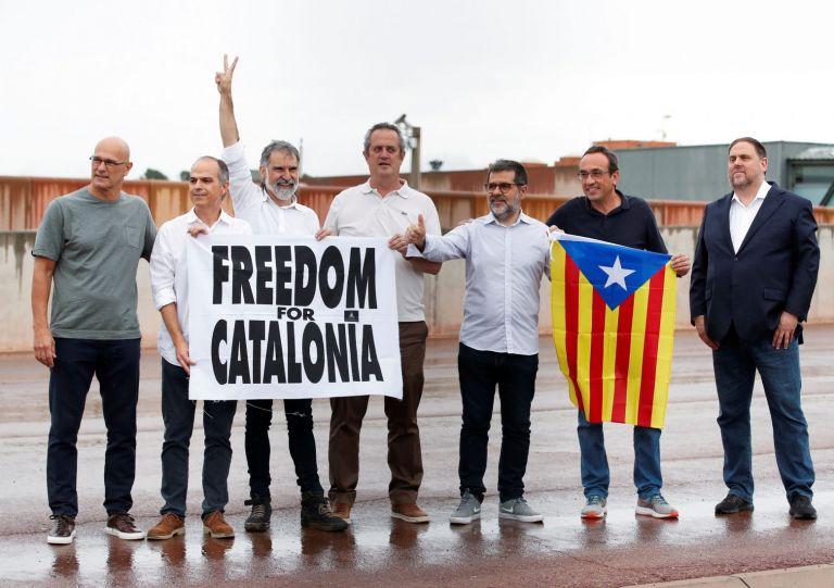 Ισπανία: Αποφυλακίστηκαν οι εννέα Καταλανοί αυτονομιστές ηγέτες   tovima.gr