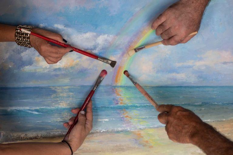 Διάθλαση Φωτός: Μια άκρως καλοκαιρινή έκθεση ζωγραφικής από τέσσερις φίλους στη Μήλο | tovima.gr