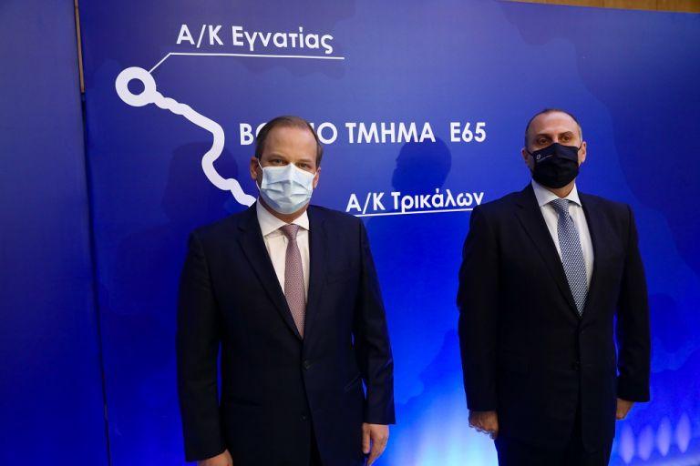 Καραμανλής: Υπεγράφη η σύμβαση για την κατασκευή του Βόρειου Τμήματος του αυτοκινητοδρόμου Ε65 | tovima.gr