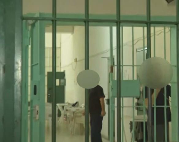 Γλυκά Νερά: Νέες εικόνες του συζυγοκτόνου μέσα από τις φυλακές   tovima.gr