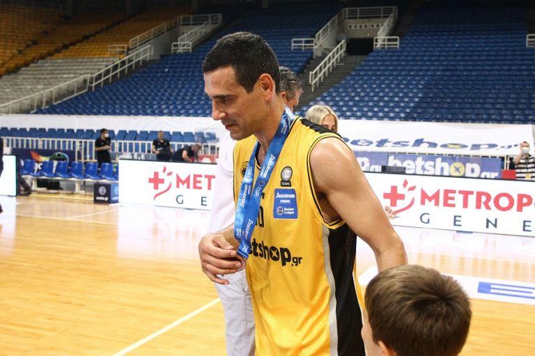 Αποσύρθηκε από το μπάσκετ ο Ζήσης | tovima.gr