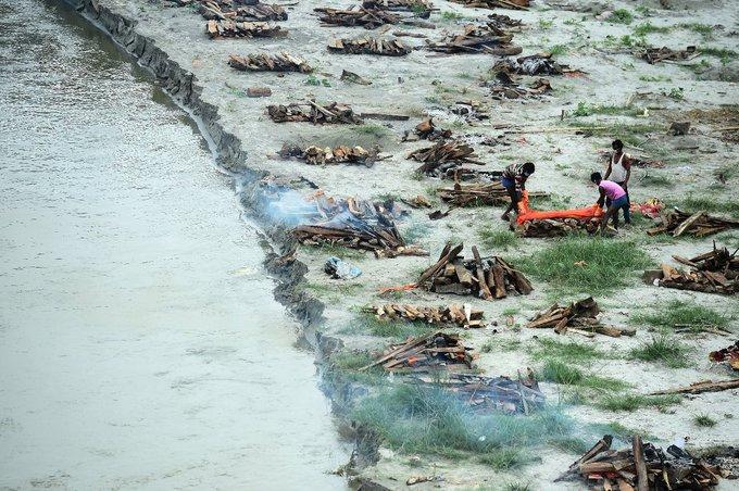 Κορωνοϊός – Εικόνες φρίκης στην Ινδία: Γέμισε σορούς ο Γάγγης   tovima.gr