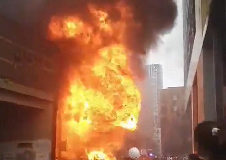 Λονδίνο: Μεγάλη φωτιά μετά από έκρηξη κοντά σε σταθμό μετρό [εικόνες] | tovima.gr