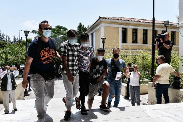 Άγιος Παντελεήμονας: Προφυλακιστέοι οι 2 από τους 3 που βίασαν την 25χρονη έγκυο   tovima.gr