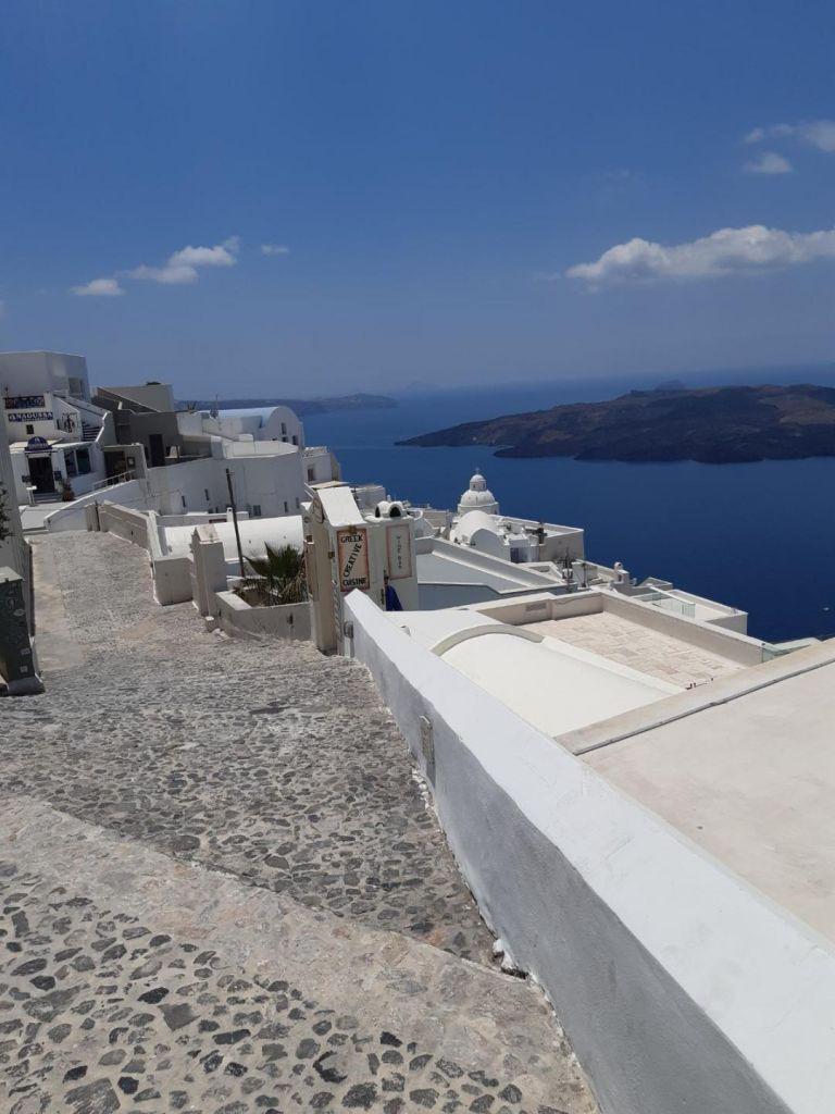Uber to offer services on Santorini via local partner   tovima.gr