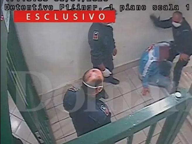 Ιταλία: Σωφρονιστικοί πλάκωσαν στο ξύλο κρατουμένους επειδή ζήτησαν… μάσκες   tovima.gr
